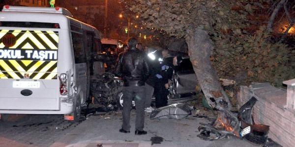 Üniversiteli Kizlarin Içinde Bulunduğu Otomobil Kaza Yapti: 1 Ölü, 2 Yarali
