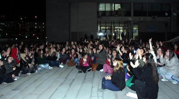 Üniversitelilerden Ek Yatak Protestosu