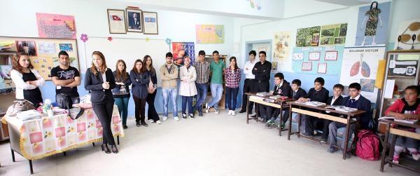Üniversitelilerden Köy Okuluna  Kitap Bağışı