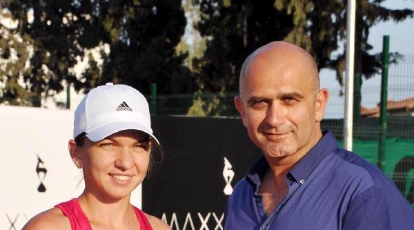 Ünlü Romen Tenisçi Halep, Kemer'de Tatil Yapıyor