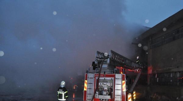 Uşak'ta Depo Yangını: 4 Yaralı