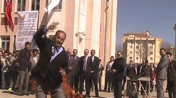 Uşak'ta Nevruz Ateşini Vali Yaktı (2)