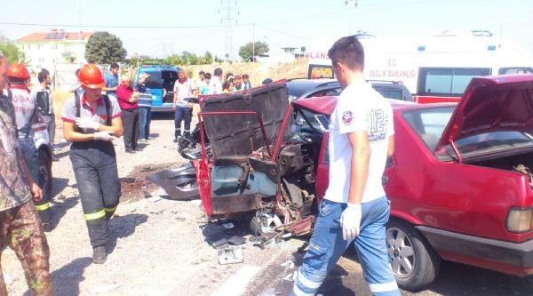 Uşak'ta Zincirleme Kaza: 1 Ölü, 6 Yaralı