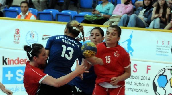 Üsküdar Doğa Koleji Hentbolde Dünya Şampiyonu