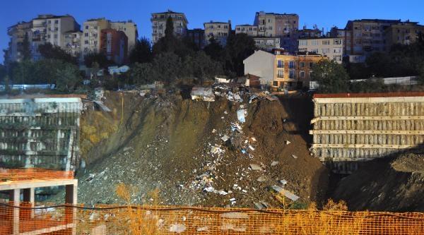 Üsküdar'da Belediye İnşaatinda Çökme
