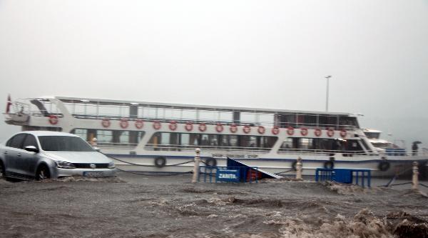 Üsküdar'da Sağanak Yağmur