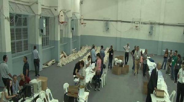 Üsküdar'da Seçim Çuvallari Teslim Edildi