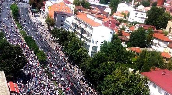 Üsküp'te Binlerce Arnavut Protesto Gösterisi Düzenledi