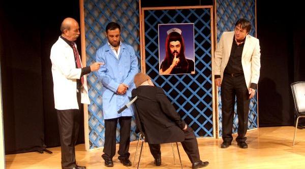Usta Tiyatrocu Bengier'in 'bakar Misiniz'i Güldürüp Düşündürdü
