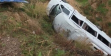 Minibüs şarampole devrildi: 19 yaralı
