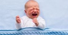 Uzmanlar uyardı: Bebeğinize sigara içirmeyin!