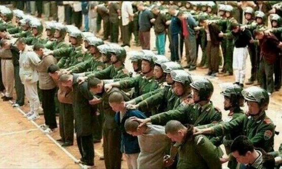 Uygur Türkleri katlediliyor! Dünyanın gözü önünde idam edildiler!