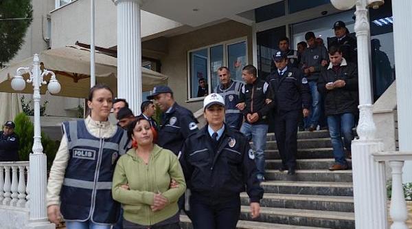 Uyuşturucu Partisine Polis Baskini: 22 Gözalti