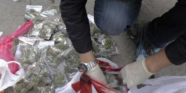 Uyuşturucu Saticilarina Polis Darbesi