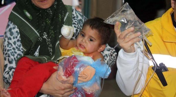 Üzerine Kaynar Su Dökülen Suriyeli Bebek Yaralandi