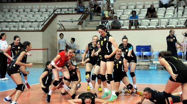 Vakıfbank'ın Genç Kızları Türkiye Şampiyonu Ek Fotoğraflar