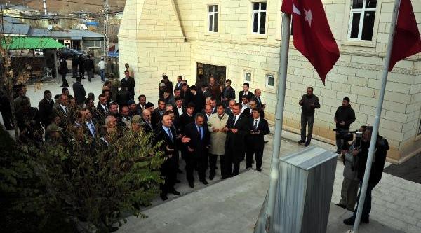 Vali Altiparmak, Çat'ta Şehitliği Ziyaret Etti