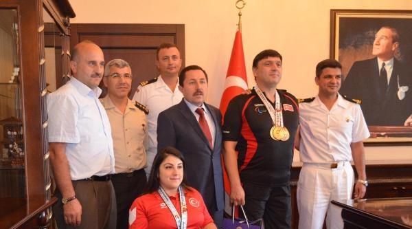 Vali Dünya Şampiyonasinda Madalya Kazanan Sporcuları Ödüllendirdi