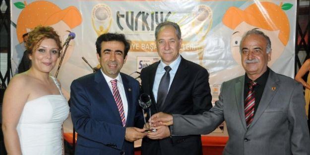 Vali Güzeloğlu'na 'turizm Projesi' Ödülü