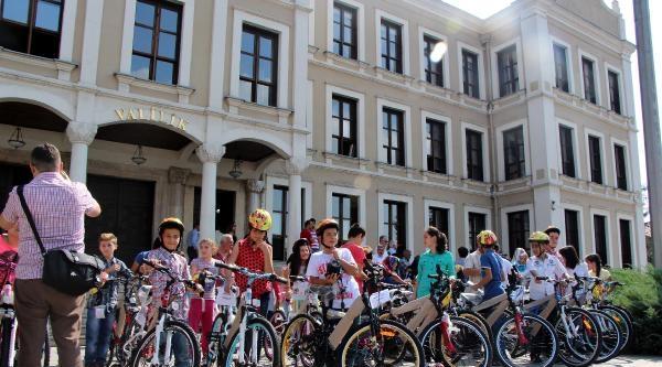 Vali'den Başarılı Öğrencilere Bisiklet