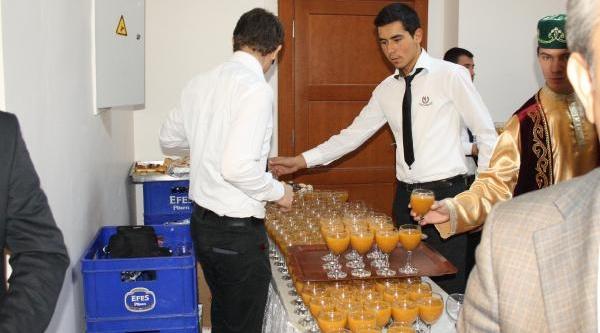 Valilik Binasindaki Kokteylde Meyve Suyu Bardaklari Boş Bira Kasalariyla Getirildi