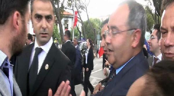 Valilik Ziyaretinde Cumhurbaşkanı Gül'e Protesto (ek Fotoğraf)