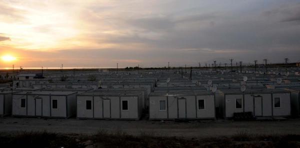 Van'da 44 Aile Konteynerlerde Yasamaya Devam Edıyor