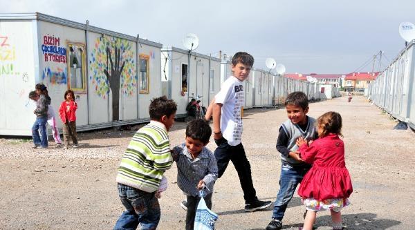 Van'da 44 Aile Konteynerlerde Yasamaya Devam Edıyor (ek Fotoğraf)