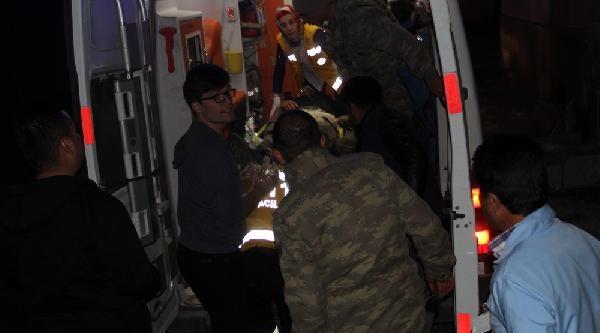 Van'da Askeri Araç Kaza Yaptı: 13 Asker Yaralandı