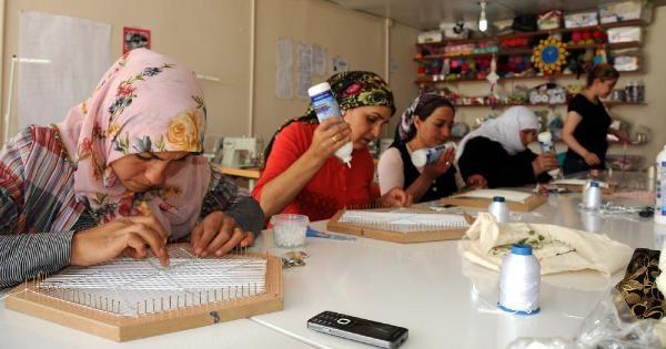 Van'da Depremzede Kadınlara Meslek Öğreniyor