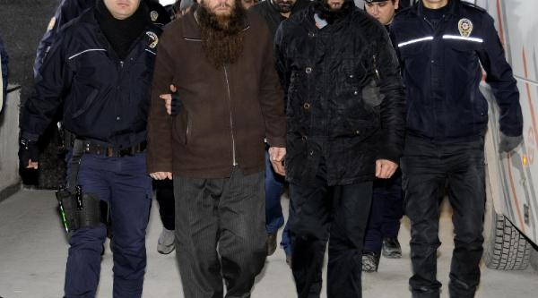 Van'da El Kaide Operasyonunda Gözaltinda Alinanlar Adliye Sevk Edildi