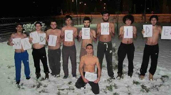 Van'daki Depremzedelere, Kocaeli'de Üniversitelilerden, 'kar Üstünde Fotoğrafla' Destek