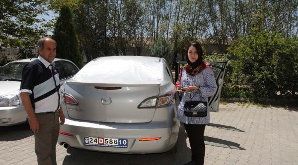 Van'daki Olaylarda Atılan Taş, İranli Turistin Otomobiline İsabet Etti