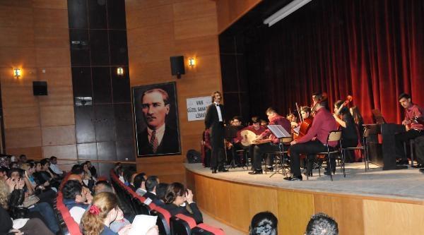 Vanlı Öğrenciler Hakkari'de Konser Verdi