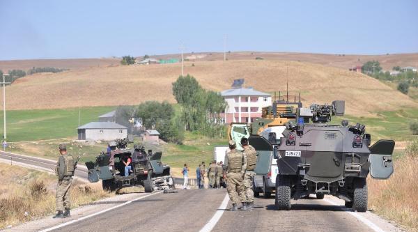 Varto- Karlıova Yolunu Kapatanlara Müdahale (2)