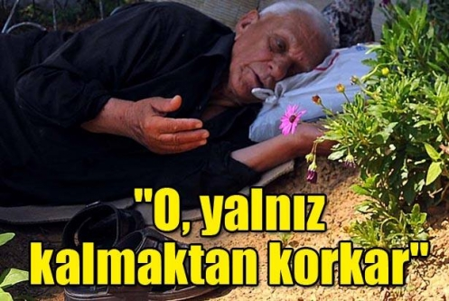 Vefat eden eşinin mezarı başından ayrılmıyor