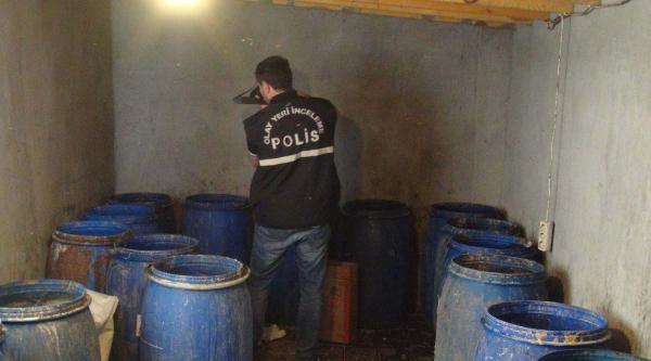 Villaya Yapılan Baskında 3 Ton Kaçak Rakı Ele Geçirildi