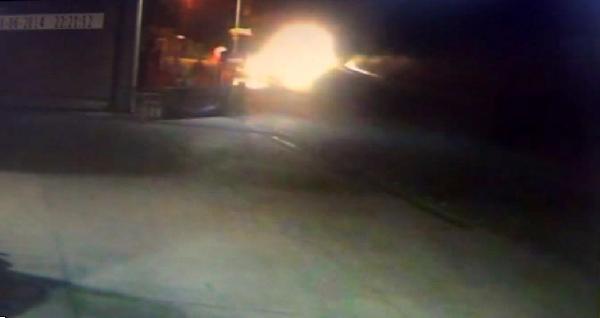 Virajı Alamayan Otomobil Akaryakıt İstasyonuna Savruldu