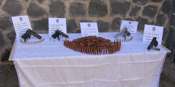 Viranşehir'de Ruhsatsiz Silaha 2 Tutuklama