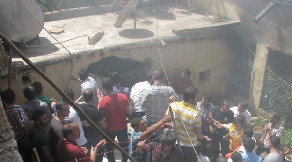 Viranşehir'deki Yangında 4 Kişi Dumandan Zehirlendi