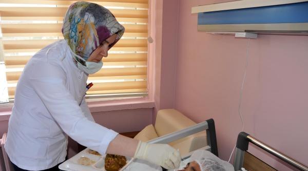 Vücudu Kurtlanan Kadına Hastane Sahip Çikti