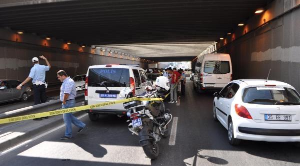 Yakalanan Şüphelilerin Tüfeğiyle Ateş Aldı, Polis Yaralandı