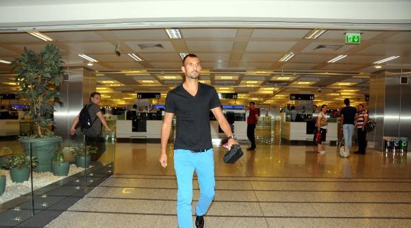 Yalçın Ayhan Türkiye'ye Döndü