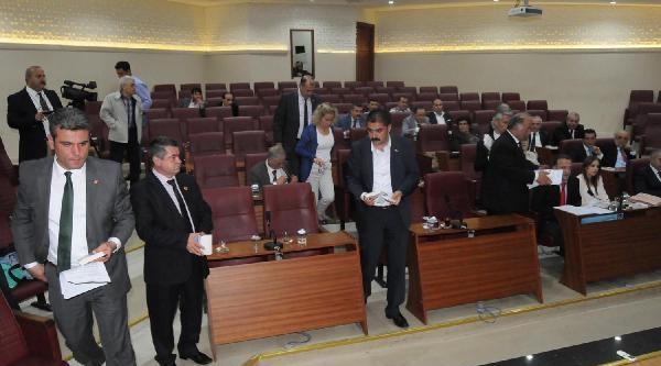 Yalova Belediye Meclisi'nde Chp'li Üyeler Toplantıyı Terk Etti
