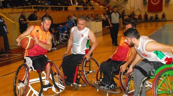 Yalova Ile Galatasaray Engelli Maçinda Olay Çikti