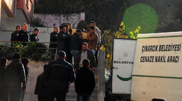 Yalova'da 13 Yillik Eşini Öldürdü, Kocaeli'De Polise Teslim Oldu