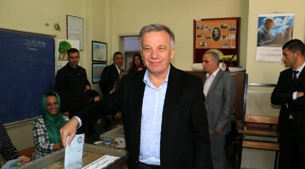Yalova'da Ak Parti Adayı Koçal, 1 Oy Farkla Yeniden Başkan