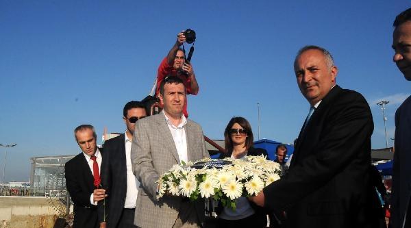 Yalova'da Denize Çiçek Atarak Çerkez Sürgünü Anıldı