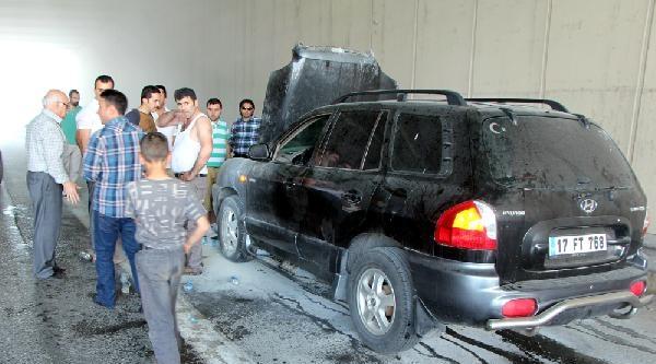 Yanan Otomobilini Küçük Cengiz'in Sıkışık Trafikte Sattığı İçme Suyuyla Söndürdü