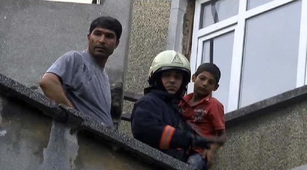 Yangında Mahsur Kalan Hamza'nın Yardımına İtfaiye Görevlisi Koştu